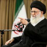 رهبر کبیرانقلاب اسلامی:در برابر دشمن اظهار ضعف نکنید/ خاطره های دفاع مقدس ثروت است؛
