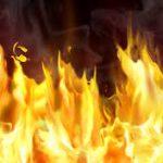 نیمه شب گذشته فروشگاه فرهنگیان و انبار آن به طور کامل در آتش سوخت+ عکس