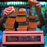در سومین کشور نفتی جهان مردم برای خرید،پولهایشان را وزن میکنند!/پول ونزوئلا دیگر ارزش شمردن ندارد؛