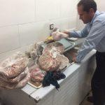 کشف و ضبط ۲۱۲ کیلوگرم گوشت سفید و قرمز از یک واحد رستوران سطح شهرستان